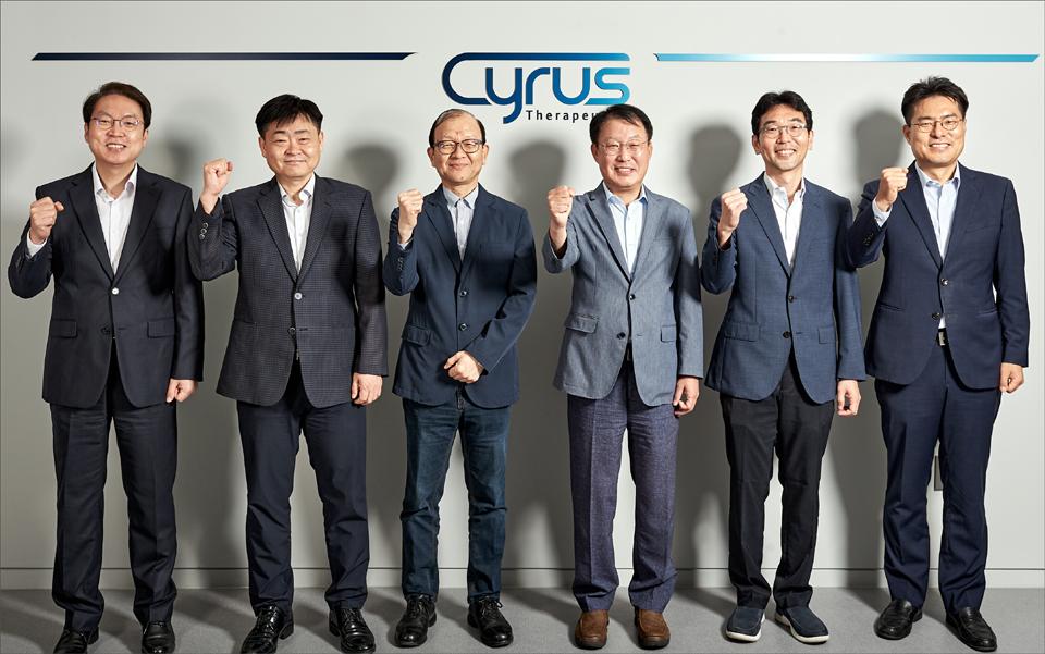 김병문 사이러스테라퓨틱스 대표(왼쪽 4번째)와 R&D 핵심인력.